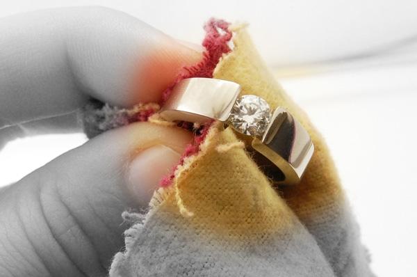 Cách bảo quản trang sức cưới được bền lâu