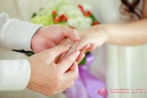 Nên chọn đeo nhẫn cưới màu vàng nào: vàng trắng, vàng hồng hay vàng vàng?