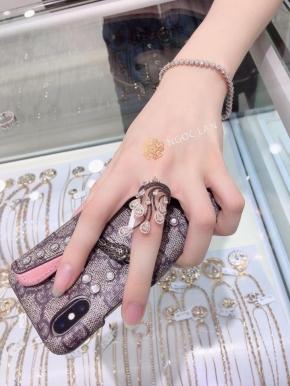 Yêu nhau có nên tặng nhẫn kim cương?